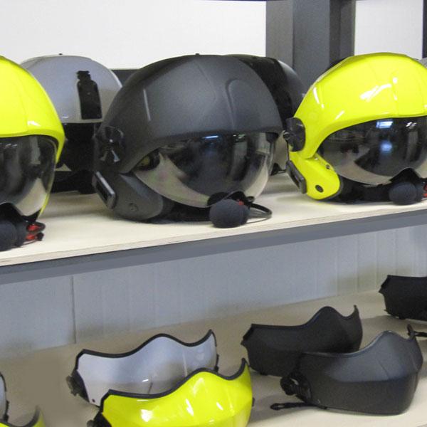 Production de casques d'aviation