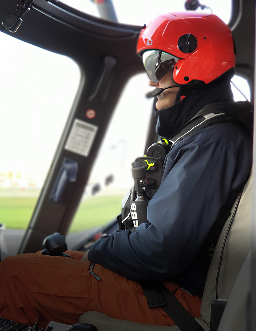 Helicopter pilot SAR with H-CMR flight helmet